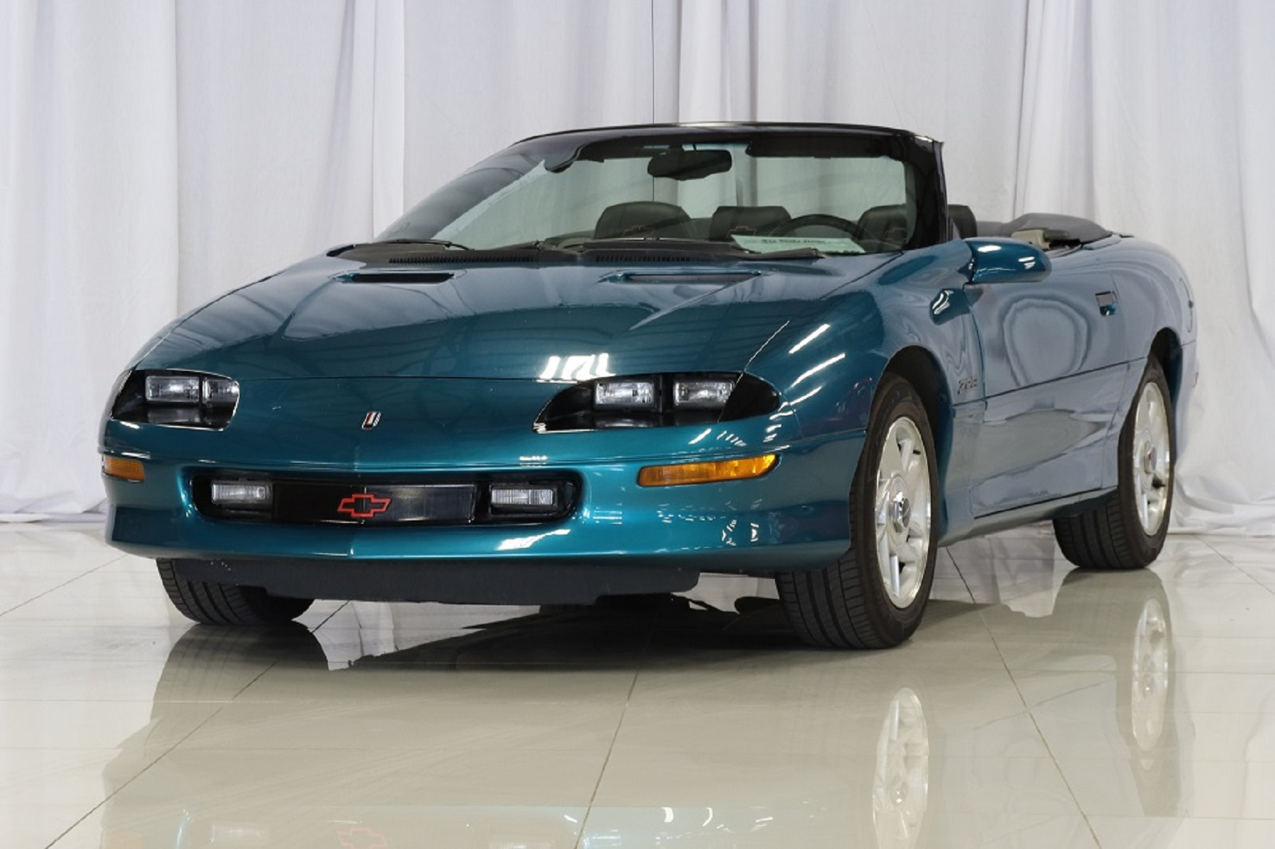 1995 chevrolet camaro z28 convertible creative rides. Black Bedroom Furniture Sets. Home Design Ideas